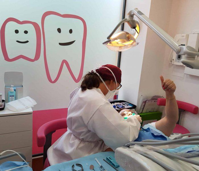 Equipo de la Clínica Dental Ensanche de Vallecas trabajando